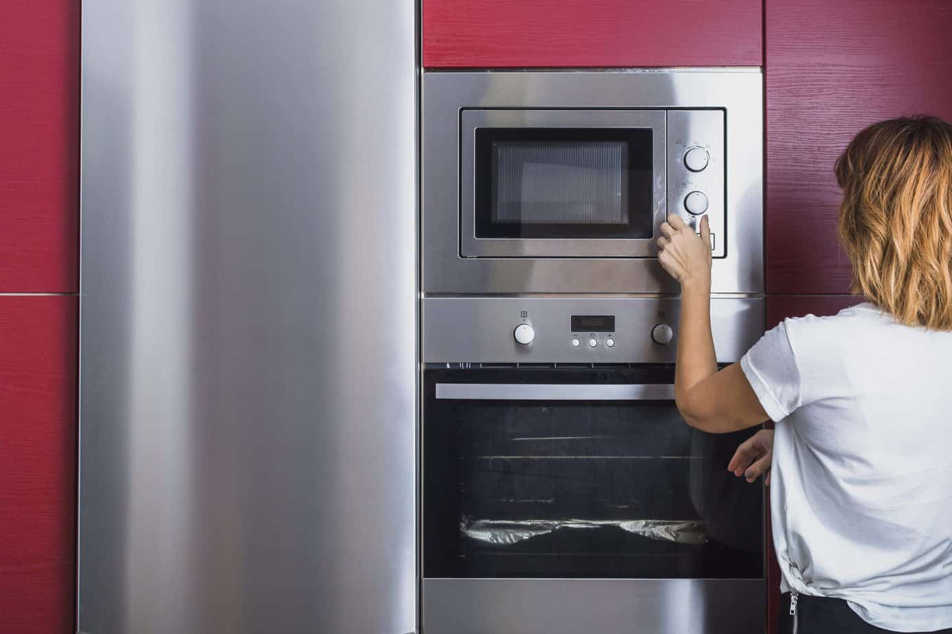 Using Microfibre Cloths to Clean Stainless Steel Appliances